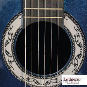 Guitarra acústica pequeña